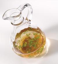 öljypohjainen Salaatinkastike
